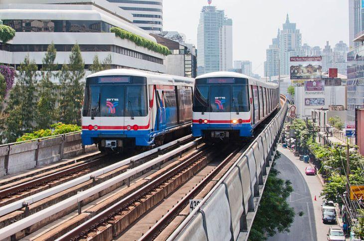 800px-Bangkok_Skytrain_2011.jpg