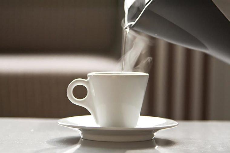 01_hotwater_Surprising-Benefits-of-Drinking-Hot-Water_10126957-Baevskiy-Dmitry-760x506.jpg
