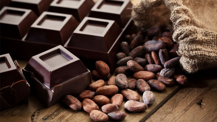 cacao-beans-and-dark-chocolate-30-weight-loss-tips-in-30-days-10-dark-chocolate-by-healthista.com_