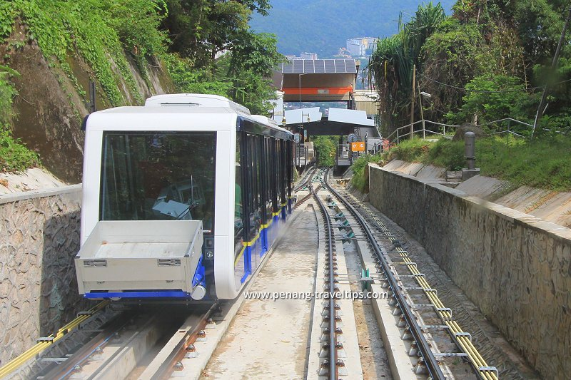penang-hill-coaches-passing-each-other.jpg
