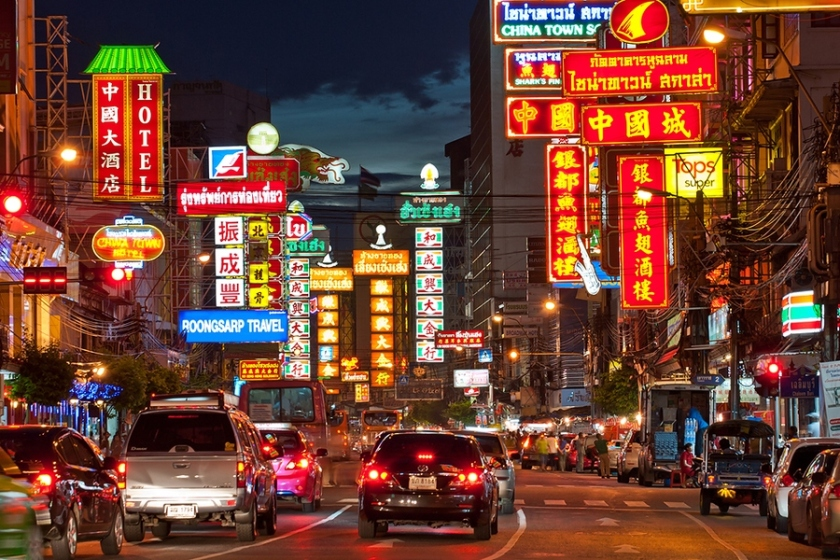 yaowarat-road-at-night-best-bustling-place-in-chinatown-bangkok